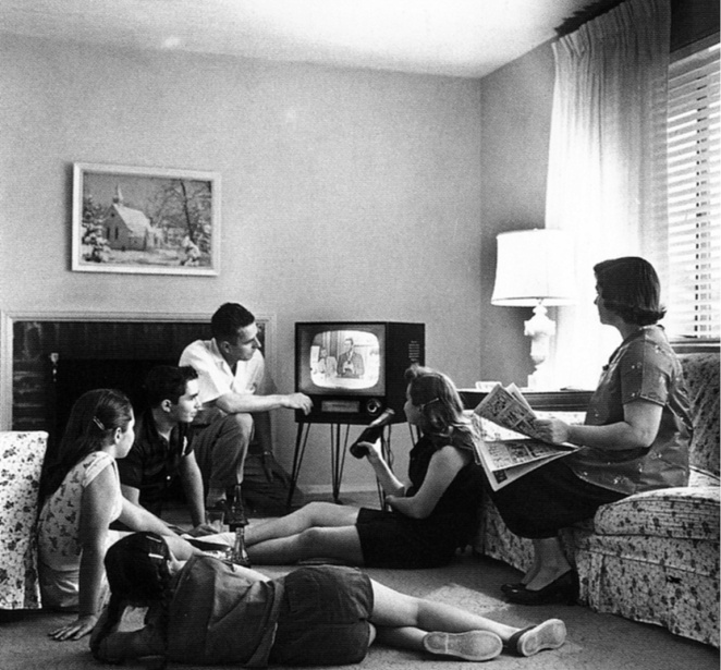 Baumgardner_c1958_Family_in_front_of_TV_set